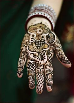 This design is apt for the bride to be and it can also be worn by close family members of the bride on the joyous occasion. This design has intricate traditional motifs like peacock, lace, bangles and flowers, making bride look glamorous.
