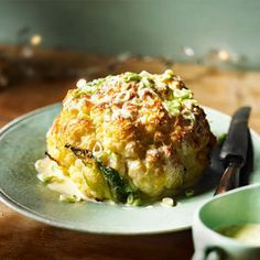 This whole roasted cauliflower recipe is a truly showstopping vegetarian main course, for Christmas or for a special dinner.