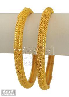 Plain Gold Bangles, Gold Bangles For Women, Gold Bangles Design, Gold Earrings Designs, Gold Jewellery Design, Gold Jewelry Simple, Gold Filigree, Bangle Set, Bangle Bracelets