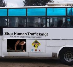 30 Clever and Creative Bus Ads Marketing Viral, Guerilla Marketing, Marketing Digital, Bus Advertising, Creative Advertising, Ads Creative, Advertising Design, New York Marathon, People