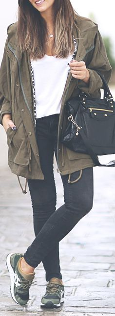 Khaki & Black. This look is my everything, effortlessly chic and totally comfy looking.