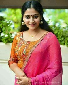 Anu Sithara, the beautiful Malayalam actress. Doesn't she resembles actress Parvathy? Here are 16 of the worlds best photos of Anu Sithara Indian Actress Photos, South Indian Actress, Indian Actresses, South Actress, Hot Actresses, Beautiful Girl Indian, Most Beautiful Indian Actress, Beautiful Actresses, Beautiful Saree