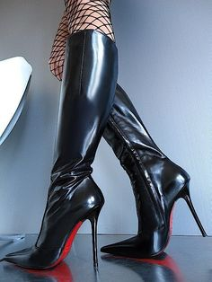 I'm not a big fan of pointed toe boots. But the glossy shine on these knee high boots are quite beautiful