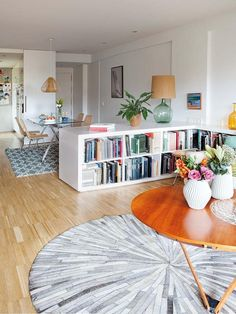 An apartment in the spirit of vitality to madrid - planete deco a homes world Home Living Room, Apartment Living, Living Room Designs, Living Room Decor, Living Spaces, Home Library Design, Home Interior Design, House Design, Home And Deco