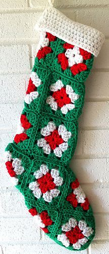 Granny Square Christmas Stocking - Free Pattern!  :) http://www.bestfreecrochet.com/2010/11/14/granny-square-green-christmas-stocking/