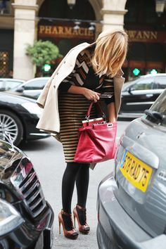 my love affair with stripy skirts continues. And look how chic she is just fishing around in her handbag. (+ the printed top + the coat + the casually falling perfectly into place hair!) #RollinLowolong