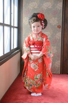 3-48るる Japanese Kimono, Japanese Fashion, Japanese Photography, Kimono Outfit, Kids Laughing, Rite Of Passage, Young Ones, Yukata, Modern Outfits
