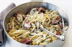 Combine two classic favourites - pepper steak and pasta - into one fork-twiddling taste sensation. Steak Sauce Recipes, Easy Steak Recipes, Grilled Steak Recipes, Pasta Recipes, Beef Recipes, Yummy Recipes, Yummy Food, Savoury Recipes, Italian Recipes