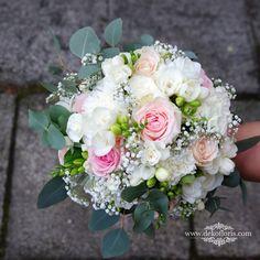 Wymarzony bukiet ślubny Panny Młodej w kolorze pudrowego różu z bielą opolskie #opolskieśluby #weddinginspiration #ślubopole #wedding #decor #flowersdecoration #Hochzeit #hochzeitblumen #hochzeitsdeko #hochzeitsdekoration #slub2020 #blumendeko #blumendekoration #blumen #weddingdesign #dekorwedding #decorationwedding #slubne #bridal #bride2020 #braut #weddingbouquet #heiraten #pannamloda #bukiet #bride #bukietslubny #brautstrauss #brautstrauß  #weddingday Floral Wreath, Wreaths, Home Decor, Getting Married, Flower Crown, Decoration Home, Door Wreaths, Deco Mesh Wreaths, Interior Design