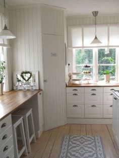 Swedish kitchen Corner pantry – (Vitt hus med vita knutar) Source by betsysplanners . Pantry Design, Kitchen Cabinet Design, Kitchen Interior, Kitchen Decor, Kitchen Cabinets, White Cabinets, Floors Kitchen, Kitchen Ideas, Bar Cabinets