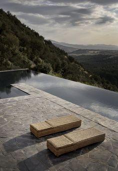 swimming pool (Studio KO, Villa E, Marrakech, ©Dan Glaser) Infinity Pools, Swimming Pool Designs, Swimming Pools, Rue Verte, Moderne Pools, Dream Pools, Beautiful Pools, Pool Water, Cool Pools