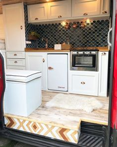 Whats your favorite style/decoration for a van? Modern, rustic, vintage or other? Van Living, Tiny House Living, Kombi Home, Van Home, Camper Van Conversion Diy, Sprinter Van Conversion, Van Interior, Remodeled Campers, The Design Files