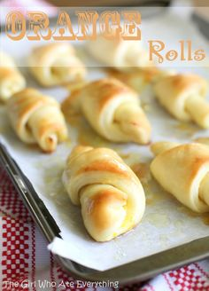 These Orange Rolls are a citrus orange version of a sweet roll. These Orange Rolls are light, fluffy, and glazed with a sweet orange glaze. ORANGE ROLLS I wanted to make something special for breakfast Crescent Roll Recipes, Crescent Rolls, Delicious Desserts, Yummy Food, Orange Rolls, Brunch, Little Lunch, This Is Your Life, Rolls Recipe