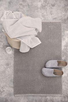http://www.huffingtonpost.com/entry/shower-decor-cleaning-tips_us_571e1964e4b0d0042da9ac4a?utm_hp_ref=huffpost-home