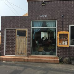 그곶과 더럭분교 : 네이버 블로그 Facade Design, Exterior Design, Interior And Exterior, Interior Concept, Cafe Interior, Greenhouse Cafe, Building Front, Small Restaurants, Box Houses