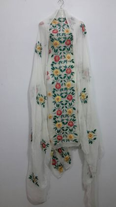 Indian Embroidery, Embroidery Dress, Embroidery Stitches, Hand Embroidery, Phulkari Suit, Saree Dress, Punjabi Suits, Fabric Painting, Needle And Thread