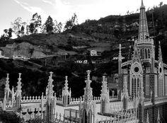 Santuario de las Lajas, Ipiales, Pasto, Colombia. #SantuarioldelasLajas #Ipiales #Pasto #Colombia #TierraQuerida #Iglesia #Santuario #IglesiaColombia #BN #BNColombia #Lajas