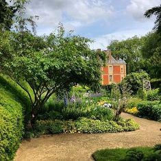 The gorgeous gardens of Valentino Garavani and Giancarlo Giametti's 17th-century Château de Wideville.