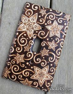 "Pinned to the my ""Cool Things to Make"" board, but perhaps it would be better to say, Cool Things That Others Have Made"". Credit: Wood Switchplate Cover Stars Pyrography by MotherSpoon on Etsy. , via Etsy. Wood Burning Crafts, Wood Burning Patterns, Wood Burning Art, Wood Crafts, Diy Crafts, Diy Wood, Pyrography Designs, Carving Designs, Switch Plate Covers"