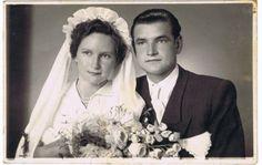 Zdjęcie ślubne Stanisławy Popławskiej (za panny Szczygieł) i Zygmunta Popławskiego; ślub odbył się w roku 1954 w kościele Świętego Piotra i Pawła w Trzebini.