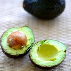 Is your avocado too hard? Learn how to ripen a rock hard avocado in just 10 minutes. A super easy trick you can't miss! Ripen an avocado fast! Hard Avocado, How To Ripen Avocados, Clean Eating Recipes, Cooking Recipes, Cooking Tips, Vegan Recipes, Avocado Fries, Vegane Rezepte
