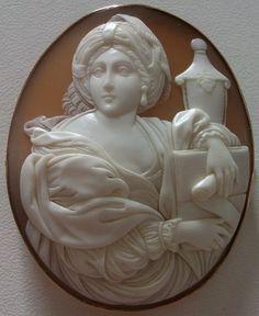 """The Cumaean Sibyl"" Sardonyx Shell Cameo in 9k Gold Frame, italy c. 1860"