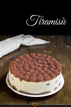 Torta Tiramisù con uova pastorizzate attraverso pate à bombe e meringa all'italiana Tiramisu Cake, Beignets, Dory, Fondant, Cake Recipes, Cake Decorating, Cheesecake, Food Porn, Sweets