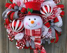 Snowman Wreath, Christmas wreath, Christmas decor, Christmas decorations, black and white ribbon Christmas Tree Decorating Tips, Diy Christmas Decorations Easy, Christmas Mesh Wreaths, Snowman Decorations, Christmas Crafts, Christmas Ornaments, Winter Wreaths, Christmas Snowman, Door Wreaths