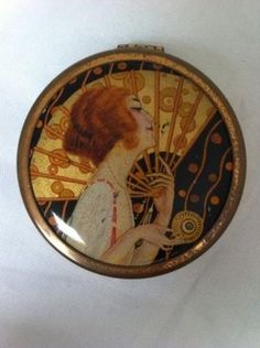 Stunning Vintage Art Deco 1920s Flapper With Fan Powder Compact By Velray