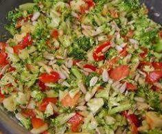 Broccoli raw salad with pine nuts- Brokkoli-Rohkost-Salat mit Pinienkernen Broccoli raw food salad - Appetizer Salads, Healthy Appetizers, Appetizer Recipes, Raw Vegetable Salad, Raw Vegetables, Healthy Chicken Recipes, Raw Food Recipes, Salad Recipes, Cottage Cheese Salad
