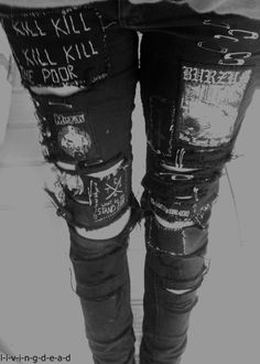 I feel like Crust Punk pants, or most clothes in general look better on thin girls. Punk Rock Outfits, Emo Outfits, Scene Outfits, Batman Outfits, Tomboy Outfits, Hipster Outfits, Stylish Outfits, Crust Punk, Moda Punk