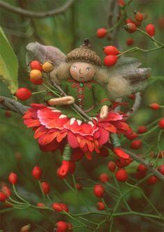 Sally Mavor: Blossom Fairy Note Cards from Felt Wee Folk Fairy Crafts, Felt Crafts, Fairy Templates, Fairy Clothes, Fairy Figurines, Fairy Jewelry, Baby Fairy, Clothespin Dolls, Flower Fairies