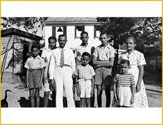 portret creoolse familie 1949. Artikel over naamgeving in Suriname.