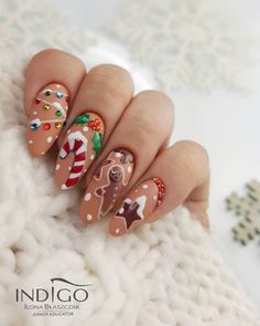 Are searching for Christmas nail art? Then this is the place to be! To get you inspired, we have found 80 Christmas nail designs for you. Christmas Gel Nails, Christmas Nail Designs, Holiday Nails, Nail Art Noel, Xmas Nail Art, November Nails, Nail Decorations, Christmas Decorations, Nagel Gel