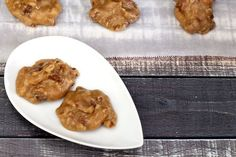 Creamy pralines are a snap to make with part brown sugar, evaporated milk, butter, and pecans. Make this candy ahead of time and freeze it. Candy Recipes, Vegan Recipes, Dessert Recipes, Cooking Recipes, Dessert Tray, Keto Desserts, Dessert Ideas, Easy Desserts, Yummy Recipes