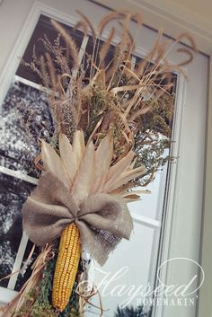 17 Simply Stunningly Awesome and Beautiful Burlap DIY Fall Decor for Your . - 17 Simply Stunningly Awesome and Beautiful Burlap DIY Fall Decor for your home - Fall Crafts, Holiday Crafts, Holiday Decor, Autumn Decorating, Fall Home Decor, Fall Door Decorations For Home, September Decorations, Fall Wreaths, Fall Harvest