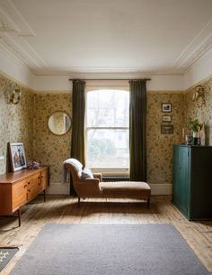 The renovation of presenter Laura Jackson's east London home has become our new obsession. Here she talks to Pandora Sykes about decorating a first home. Paint And Paper Library, Striped Chair, Mad About The House, Upstairs Bathrooms, Green Rooms, Parquet Flooring, Spare Room, First Home, Elle Decor