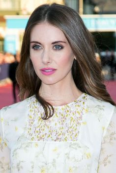 Instant Makeover! Look How a Simple Lipstick Change Transformed Alison Brie