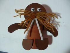 Cardboard tube walrus, so cute!  Great animal ideas / Zoo Babies (song)