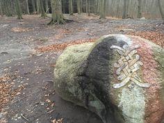 Vores fine sten! Logoet for Vikingekampgruppen ASK, i Moesgård skov!