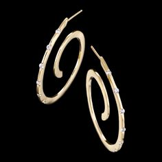 Spirale diamond earrings are timeless and chic. These unique and fashionable earrings feature diamonds set in yellow gold. Spirale diamond earrings are timeless and chic. These unique and fashionable earrings feature diamonds set in yellow gold. Modern Jewelry, Jewelry Art, Fine Jewelry, Jewelry Design, Designer Jewelry, Contemporary Jewellery, Designer Earrings, White Gold Diamond Earrings, White Gold Jewelry