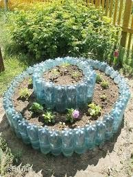 Blumenbeete und Beete aus Plastikflaschen - # Flower beds and flower beds from plastic bottles - Tire Garden, Bottle Garden, Garden Planters, Garden Beds, Garden Hose, Recycled Garden Art, Garden Crafts, Diy Garden Decor, Garden Projects