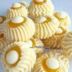 Kakaolu atlak Kurabiye (Cocoa Crackle Cookies) by : . Ramadan Desserts, Cookie Desserts, Cookie Recipes, Torta Angel, Moroccan Desserts, Biscotti Cookies, Butter Cookies Recipe, Yummy Treats, Delicious Desserts