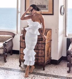 Find images and videos about girl, fashion and beautiful on We Heart It - the app to get lost in what you love. Elegant Dresses, Pretty Dresses, Beautiful Dresses, Summer Outfits, Summer Dresses, Mode Outfits, Mode Style, Classy Outfits, Dream Dress