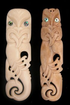 Ethnic carvings and jewelery of New Zealand Tiki Art, Tiki Tiki, Maori Patterns, Maori Designs, New Zealand Art, Turtle Painting, Bone Jewelry, Maori Art, Art Carved