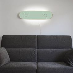 Skateboard Lamp with a rear mounted LED with white light, provides a nice and… Skateboard Light, Skateboard Decor, Skateboard Furniture, Skateboard Clothing, Camping Diy, Deco Originale, Elle Decor, Home Lighting, Boy Room
