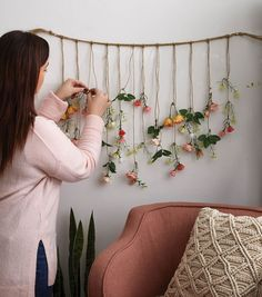 Floral room - How To Make a Falling Floral Wall Hanging Floral Bedroom Decor, Floral Room, Deco Floral, Room Decor Bedroom, Flower Room Decor, Floral Wall Art, Cozy Bedroom, Cute Room Decor, Diy Wall Decor