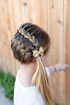 suggestion exceptionnelle, coiffure fillette avec deux tresses et joli noeud Cool Braid Hairstyles, Braided Hairstyles For Wedding, Flower Girl Hairstyles, Elegant Hairstyles, Kid Hairstyles, Hairstyle Braid, Hairstyle Wedding, Hairstyle Ideas, Little Girl Wedding Hairstyles