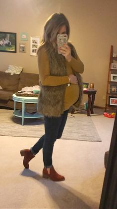 maternity top and maternity jeans with non maternity faux fur vest Fall Maternity Outfits, Maternity Shops, Stylish Maternity, Maternity Jeans, Maternity Fashion, Maternity Clothing, Maternity Style, Pregnancy Wardrobe, Pregnancy Outfits