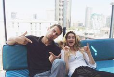 Theo James (Four) and Shailene Woodley (Tris) on the set of Divergent / Insurgent / Allegiant. Tris Y Tobias, Divergent Theo James, Divergent Hunger Games, Divergent Fandom, Divergent Trilogy, Divergent Insurgent Allegiant, Divergent Characters, Four From Divergent, Veronica Roth